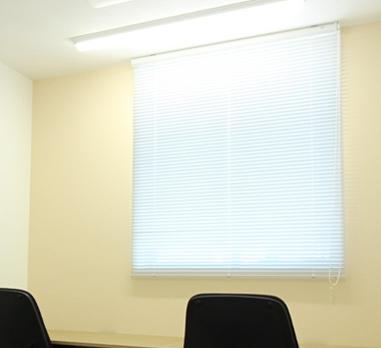 コンパクトオフィスには希少な、全室「窓付き」